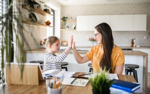 mae-e-filha-homeschooling